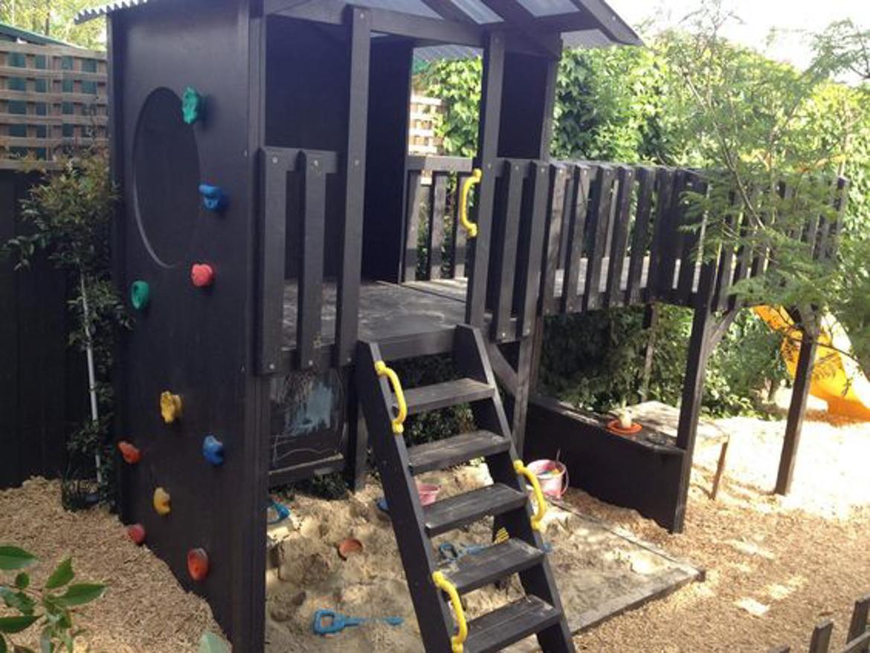 domek w ogrodzie dla dzieci-45