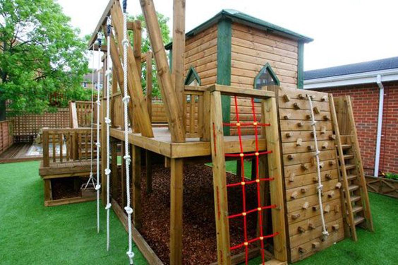 domek w ogrodzie dla dzieci-6