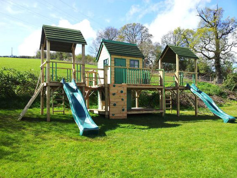 domek w ogrodzie dla dzieci-9