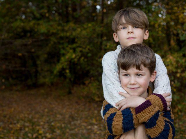 bledy rodzicow ktore psuja relacje w rodzenstwie